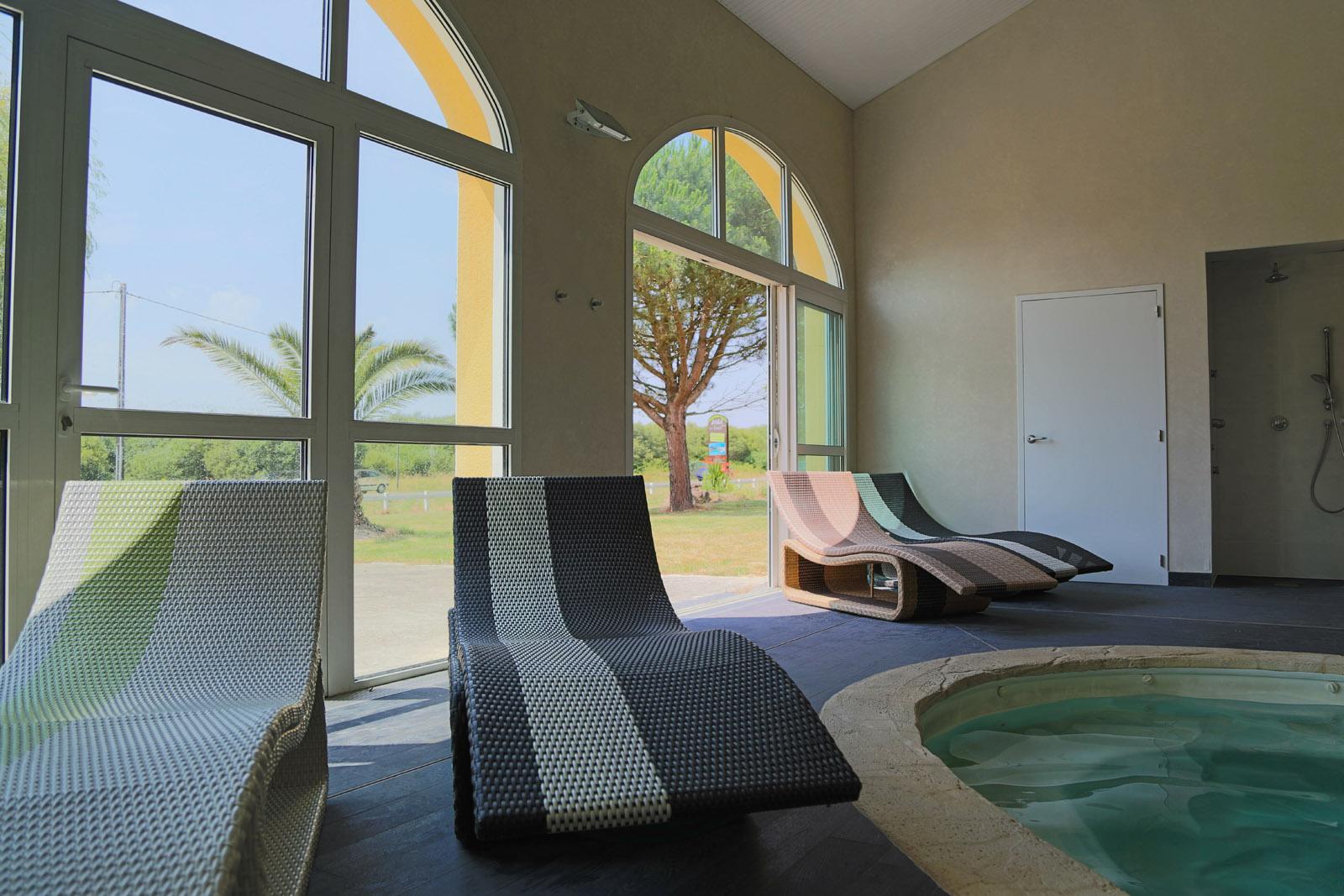 Espace piscine sauna hammam hotel de la lou e for Espace sauna hammam